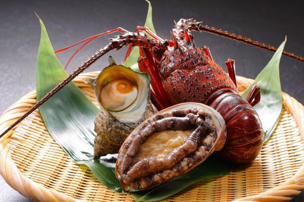 房総の新鮮な魚介類【栄螺・伊勢海老・鮑】